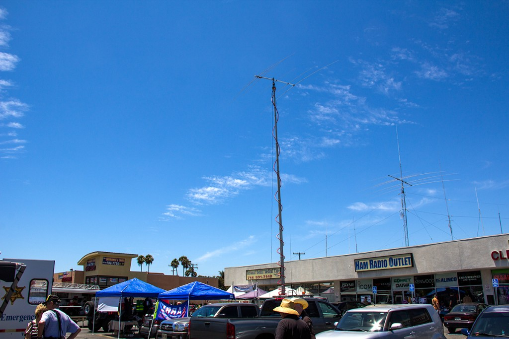 Single Transmitter, Orange Section, in the Anaheim Ham Radio Outlet parking lot at HRO's Ham Jam, with K6VCR, K7JA, KL7MF, and N6MI, DM13. Photo by N6MI